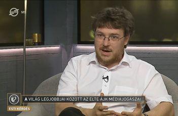A médiajogi perbeszédverseny-csapat az Esti Kérdésben