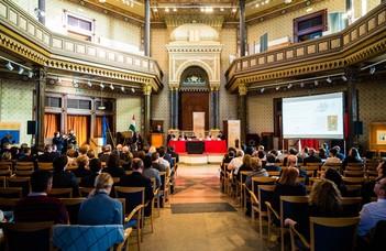 Bíróságtörténeti kiállítás- és konferencia-körút