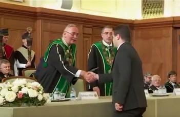 Képes György átvette habilitált doktori oklevelét